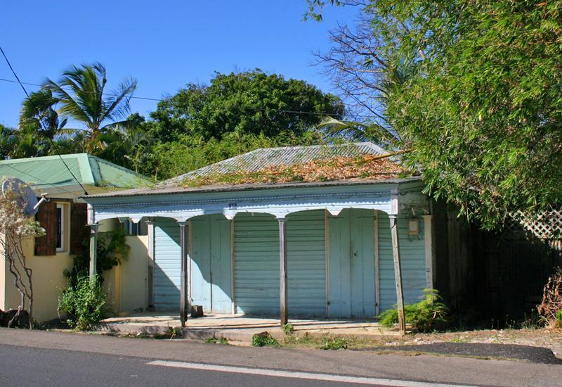 Maisons typiques anse bertrand guadeloupe tourisme for Maison avec auvent