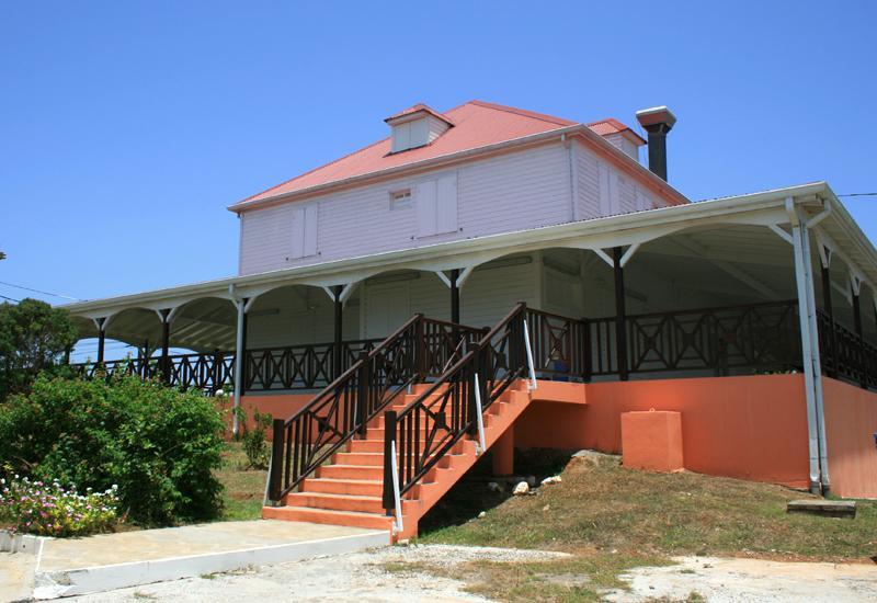 Maison coloniale de wonche baie mahault guadeloupe for Plan maison coloniale